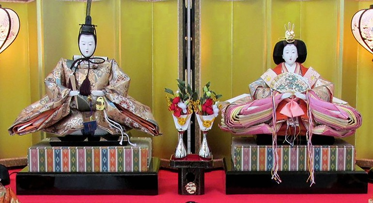 Two traditional Japanese dolls