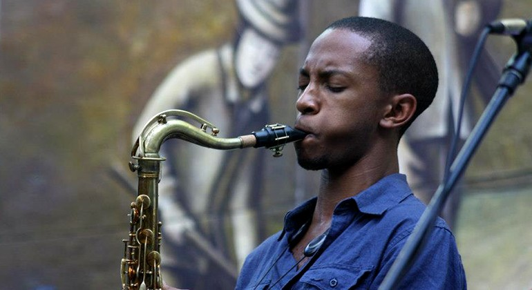 Marcus Elliot playing saxophone in Rivera Court